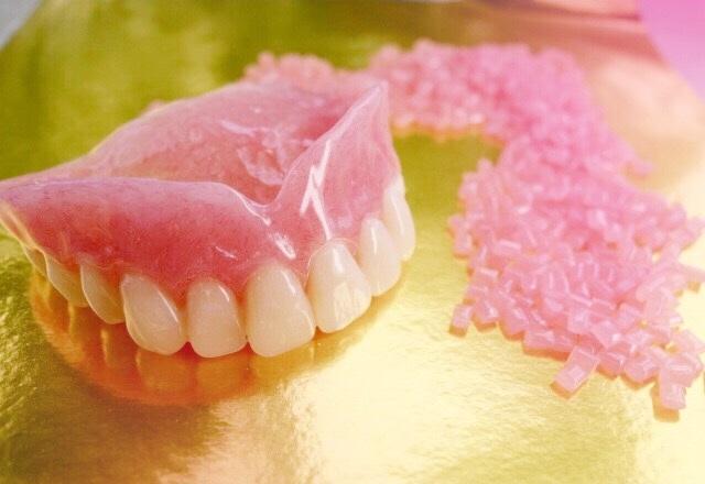 豊中のながよしデンタルクリニックでは、レジン床義歯を取り扱っています。