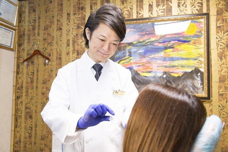 歯科医師による使用中の確認|豊中のホワイトニングはながよしデンタルクリニック